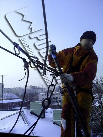 Уборка крыш от снега фото